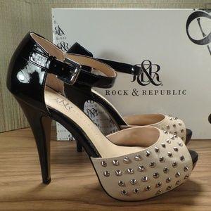 Rock & Republic Kurt Tan Studded High Heel Shoes